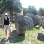 Delphine et les ruines du temple de Zeus