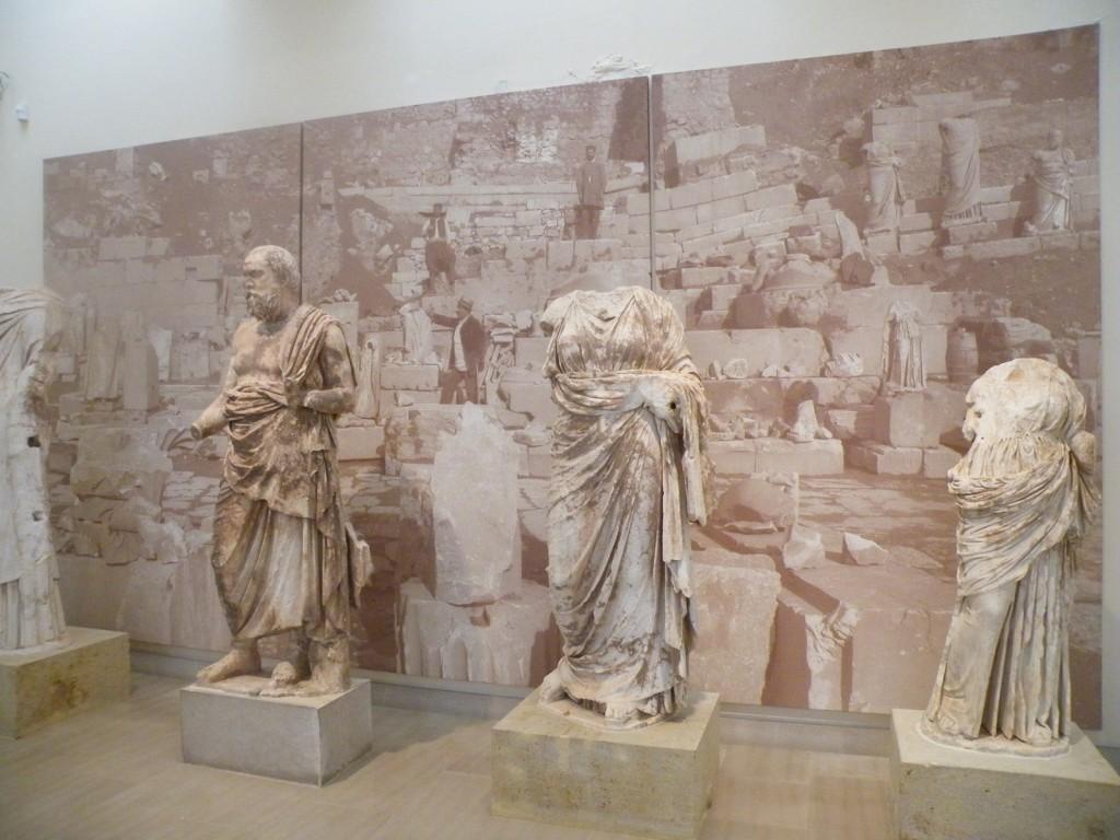 Des statues retrouvées à Delphes