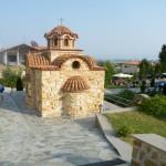 Une église à coté de la piscine de l'hôtel
