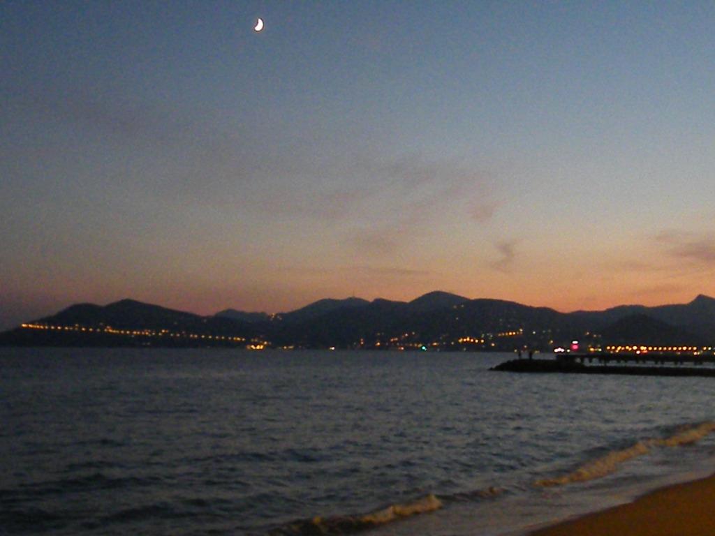 à l'ouest de Cannes