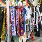écharpes vendues devant le stade