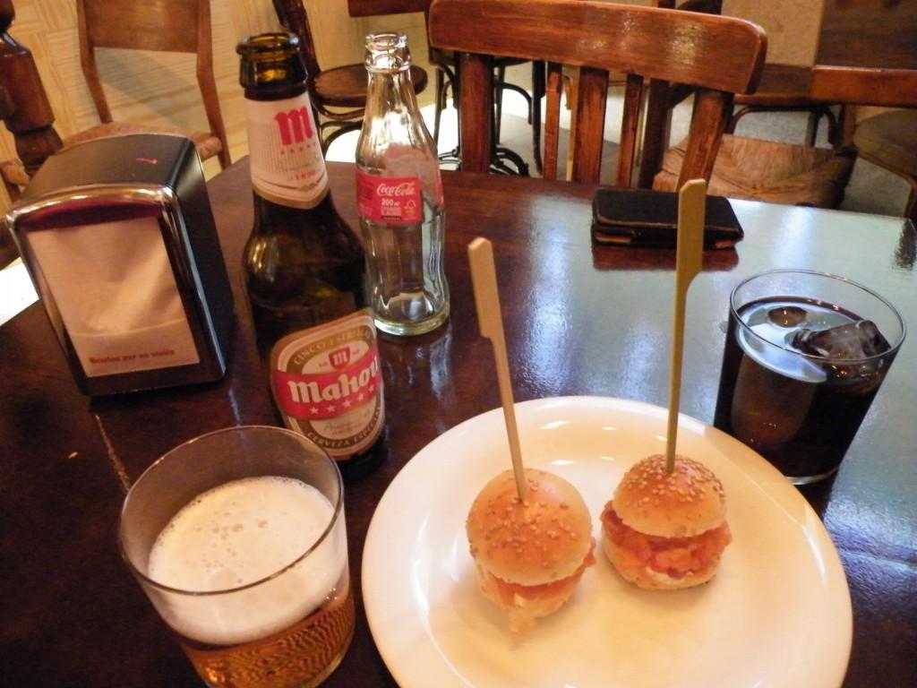 tapas, bière et sangria